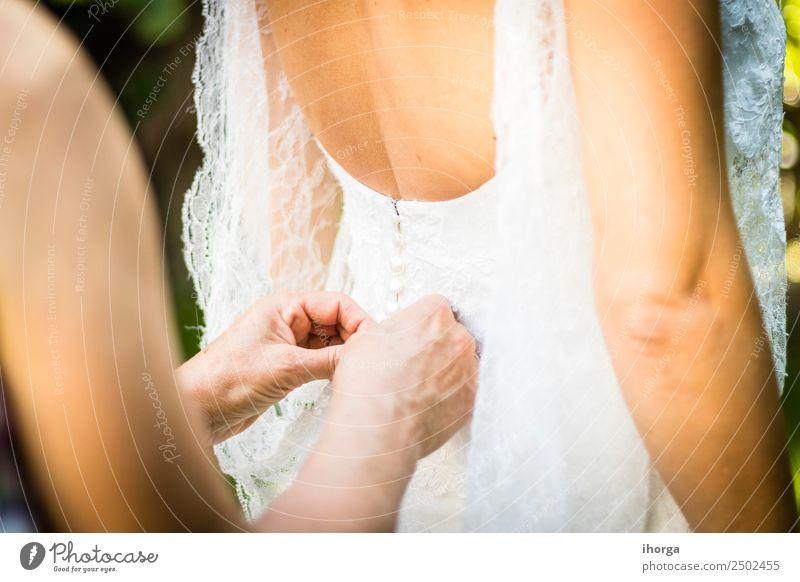 Hochzeitskleid Hochzeitstag elegant Stil schön Feste & Feiern Mensch Junge Frau Jugendliche Erwachsene Hand Kleid Liebe Fröhlichkeit weiß Romantik