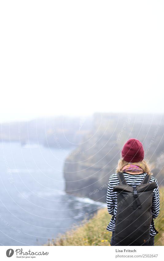 Aussicht genießen, Cliffs of Moher. Frau Mensch Natur Ferien & Urlaub & Reisen Jugendliche Landschaft Meer Erholung Ferne 18-30 Jahre Erwachsene Leben Zeit