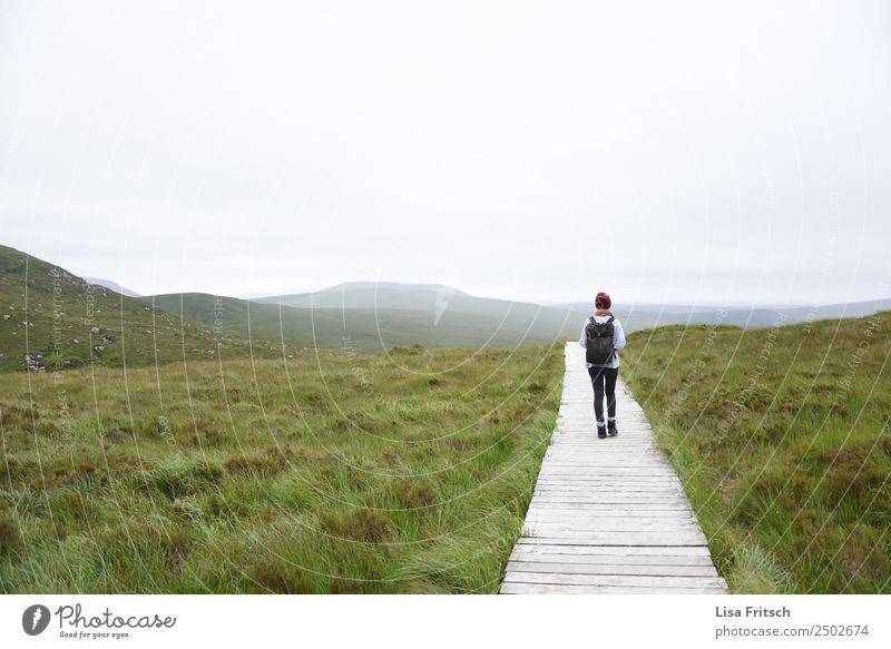 Natur, Weg, wandern, Rucksack Ferien & Urlaub & Reisen Tourismus Ausflug Ferne Berge u. Gebirge Frau Erwachsene 1 Mensch 18-30 Jahre Jugendliche Umwelt