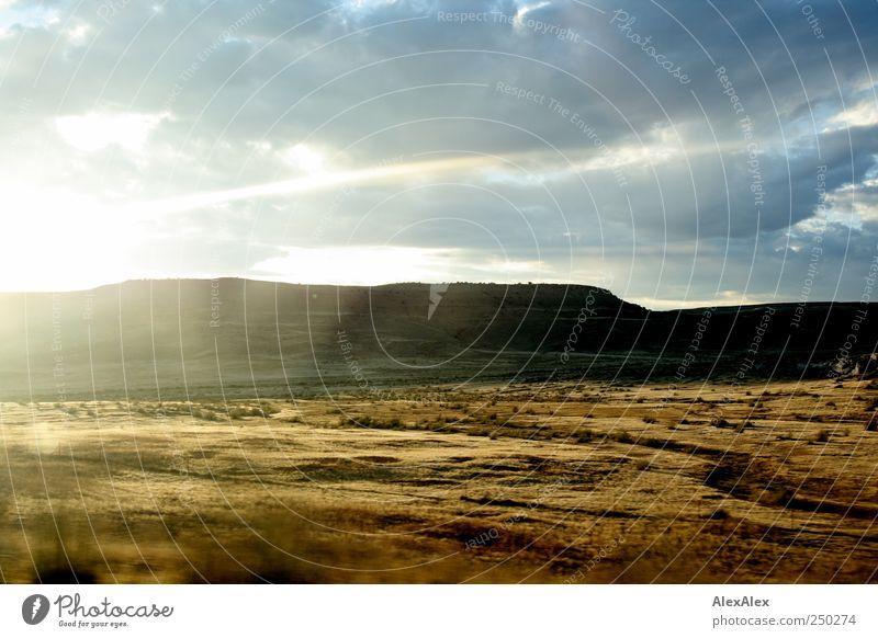 Im Vorbeiflug Gras Sträucher Wüste Steppe Berge u. Gebirge fahren authentisch schön trocken blau braun Einsamkeit Ferne Utah Reflexion & Spiegelung Sand Fluss