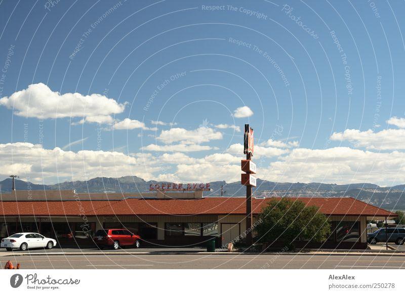 Coffeeshop Ferien & Urlaub & Reisen Sommer Einsamkeit Wolken Landschaft Ferne Straße Berge u. Gebirge PKW authentisch Ernährung Schriftzeichen Sträucher USA