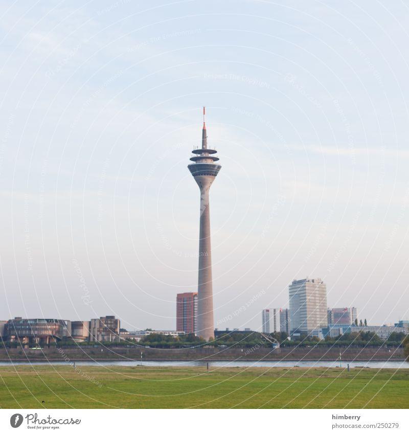 im mittelpunkt Handwerk Baustelle Wissenschaften Kunst Düsseldorf Deutschland Stadt Hauptstadt Hafenstadt Stadtzentrum Skyline Haus Hochhaus Turm Bauwerk