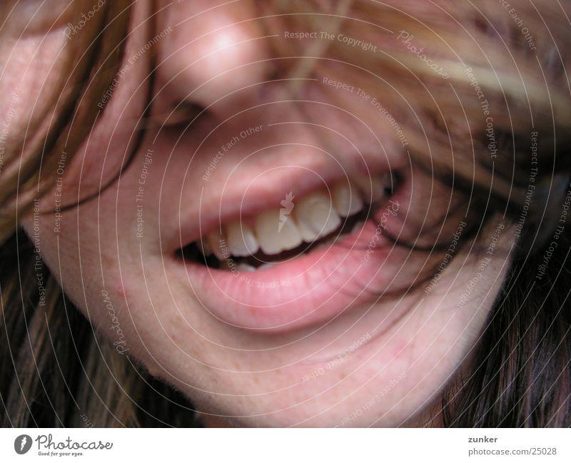Unerkannt Frau Haare & Frisuren Mund Nase Zähne anstrengen Kinn