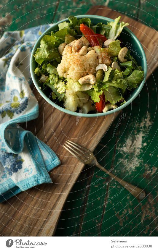 Salat Lebensmittel Gemüse Salatbeilage Blumenkohl Salatblatt Cashew Paprika Nuss Ernährung Essen Mittagessen Abendessen Picknick Bioprodukte