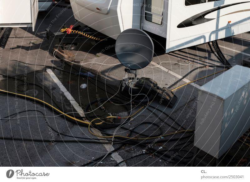 empfang Ferien & Urlaub & Reisen Straße Kommunizieren Technik & Technologie Elektrizität Kabel Fernsehen Parkplatz komplex Signal Wohnwagen Empfang