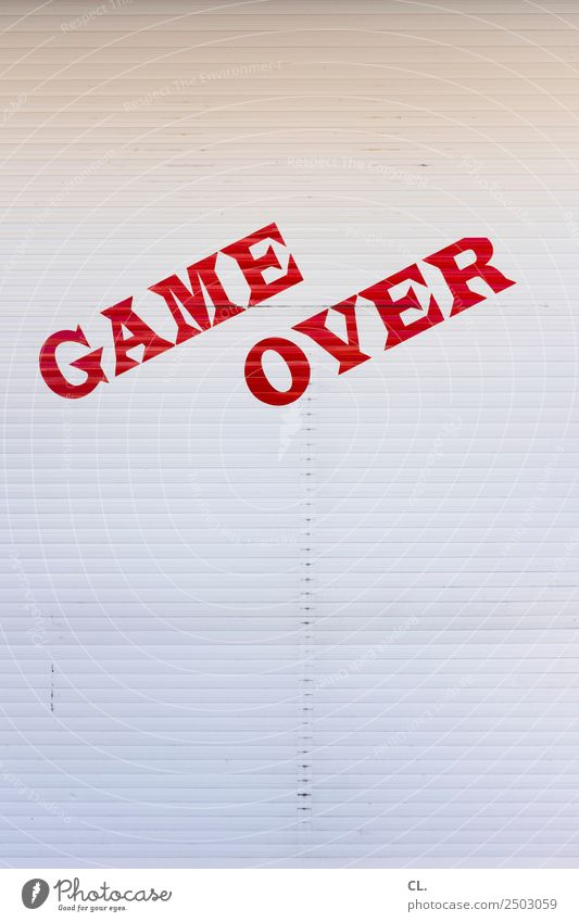 game over weiß rot Spielen Tod Angst Schriftzeichen Schilder & Markierungen Hinweisschild Wandel & Veränderung bedrohlich Pause Stress Ende Jahrmarkt Langeweile