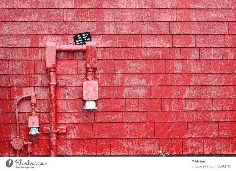 ...und Piggeldy ging mit Frederick nach Hause Technik & Technologie Mauer Wand rot Zugang Schlauch Leitung Anschluss Farbfoto Textfreiraum rechts