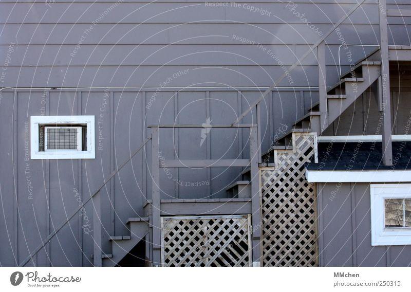 UpStairs Haus Hütte Mauer Wand Treppe Fassade Fenster alt kaputt blau Fleck Geländer Stufenordnung weiß Holz aufgehen steigen steigend herauf herab Gitterrost