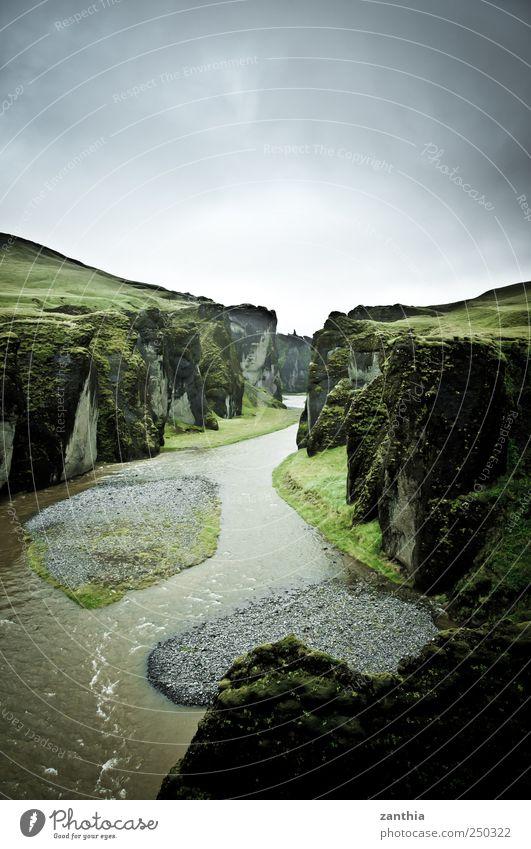 Canyon Himmel Natur Wasser grün Sommer Ferien & Urlaub & Reisen Wolken ruhig Einsamkeit schwarz Erholung kalt Umwelt Landschaft grau Wege & Pfade