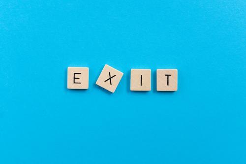 Exit Spielen Brettspiel Ruhestand Feierabend Schriftzeichen Zukunftsangst Frustration Angst Einsamkeit Ende Endzeitstimmung Krise Misserfolg Todesangst Pause