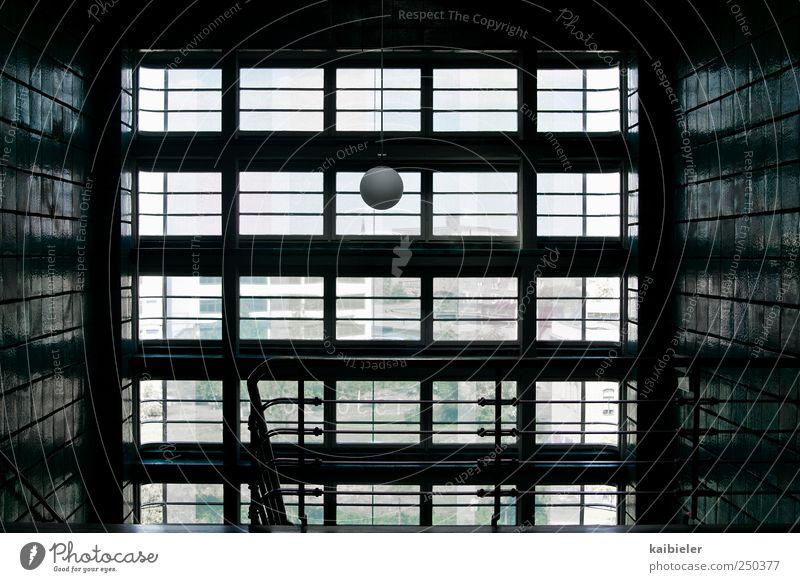 Das Runde muss ins Eckige Innenarchitektur Lampe Bauwerk Gebäude Architektur Treppe Fenster Stein Glas ästhetisch eckig historisch modern retro grün schwarz