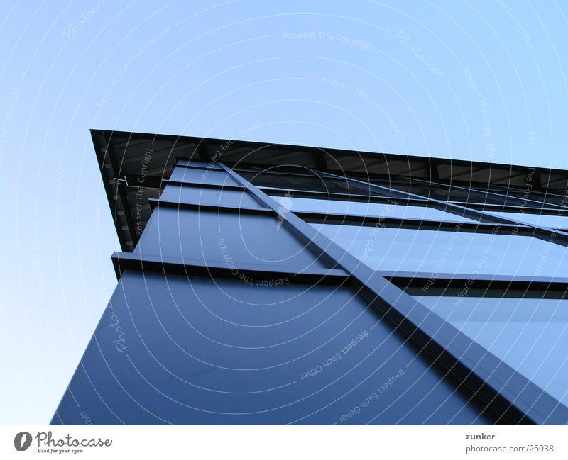 wieder so ein bild Blech Fenster Dach Architektur Himmel blau Metall Glas Perspektive