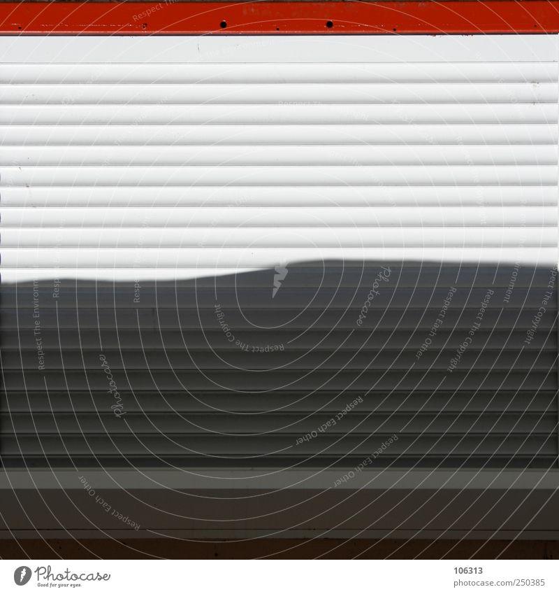 Fotonummer 208591 Fenster Metall rot weiß Lamellenjalousie Jalousie graphisch geschlossen Furche Insolvenz Ende ruhig Gewerbe verkaufen Sichtschutz Sicherheit
