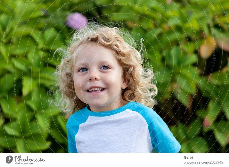 Kleinkind mit langen blonden Haaren Glück schön Gesicht Sommer Kind Mensch Baby Junge Mann Erwachsene Kindheit Umwelt Natur Pflanze Lächeln sitzen klein lustig
