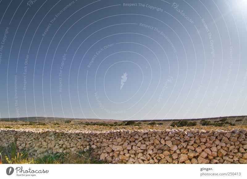 Pager Sommer Umwelt Natur Landschaft Erde Sand Wolkenloser Himmel Sonnenlicht Klima Wetter Schönes Wetter Sträucher Insel schön ruhig karg wenig bewachsen Stein