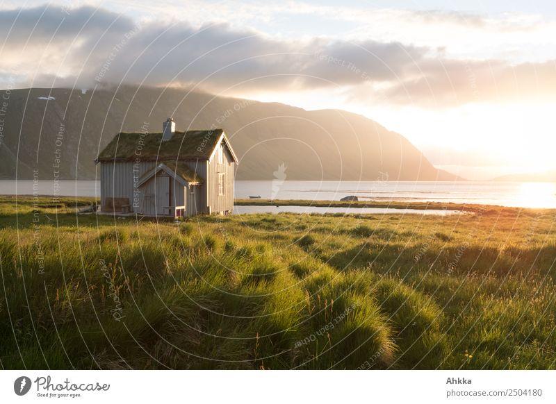 Traumhütte in Mitternachtssonne am Fjord Ferien & Urlaub & Reisen Abenteuer Ferne Sonnenaufgang Sonnenuntergang Meer Polarmeer Norwegen Traumhaus Hütte Erholung
