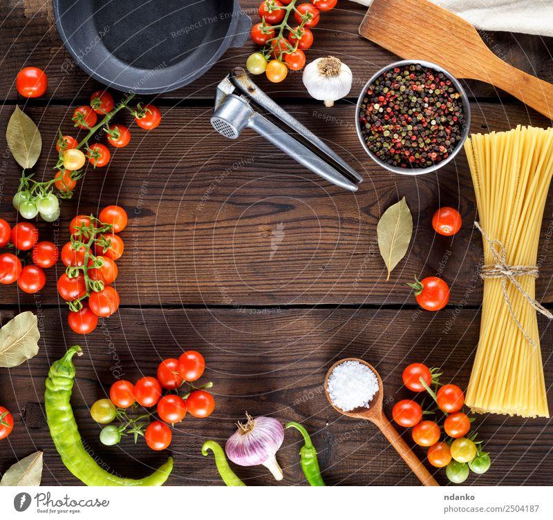 Farbe rot schwarz Essen gelb Holz Textfreiraum braun oben frisch groß Kräuter & Gewürze Gemüse Tradition lang Essen zubereiten