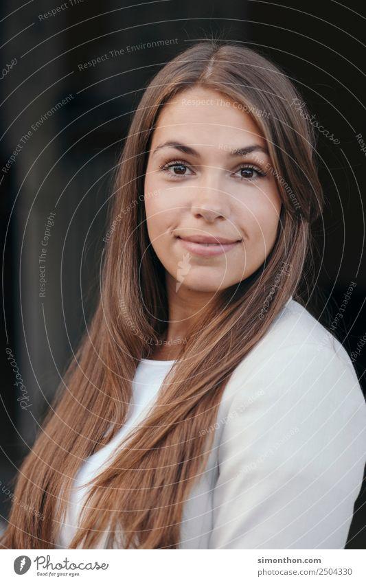 Bewerbung Mensch Jugendliche Junge Frau schön Gesicht feminin Business Haare & Frisuren Arbeit & Erwerbstätigkeit Büro Haut Erfolg Beginn lernen Studium Bildung
