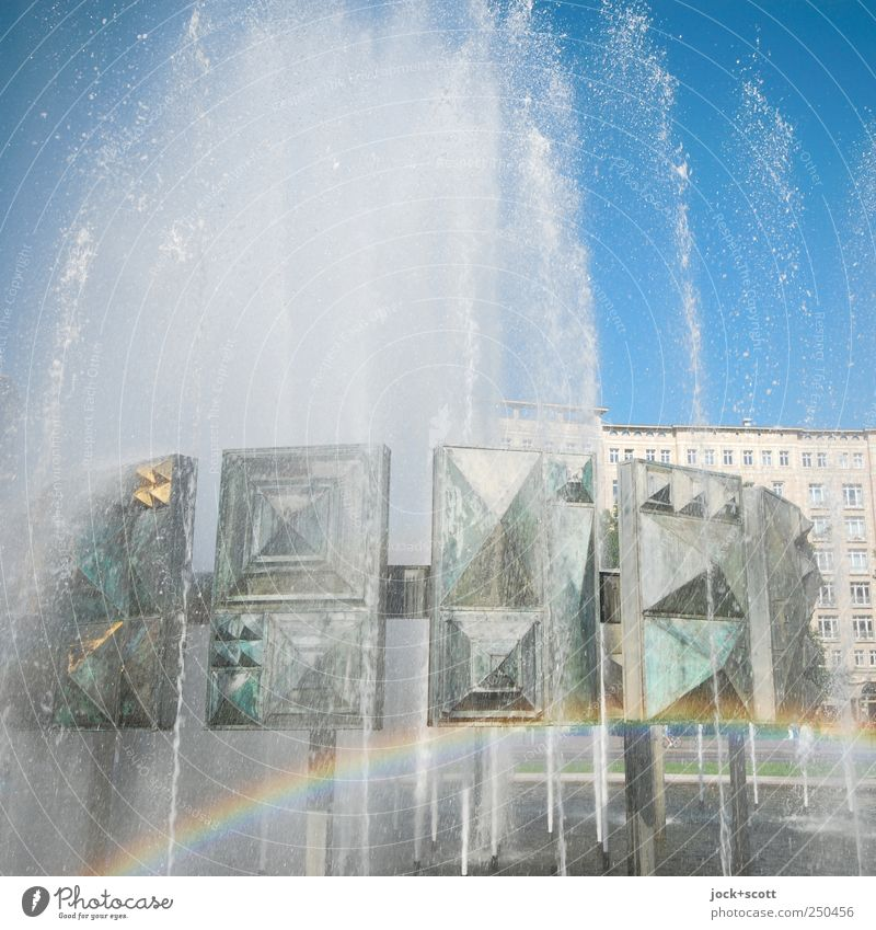 kleiner Regenbogen nur geträumt schön Wasser Bewegung Freiheit hell Metall träumen leuchten nass Lebensfreude Vergänglichkeit Zeichen Romantik historisch