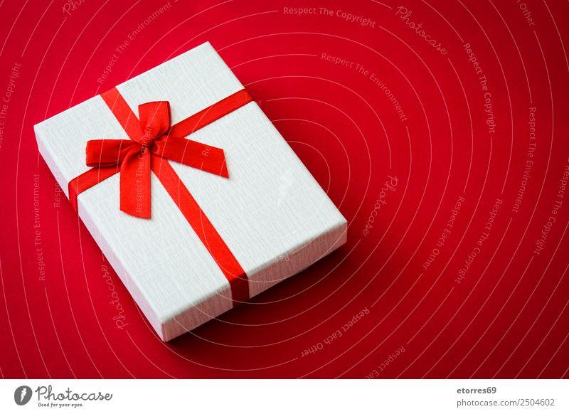 Weiße Geschenkbox kaufen Feste & Feiern Valentinstag Muttertag Weihnachten & Advent Hochzeit Geburtstag Paket Kasten Schleife rot weiß Partnerschaft Vatertag