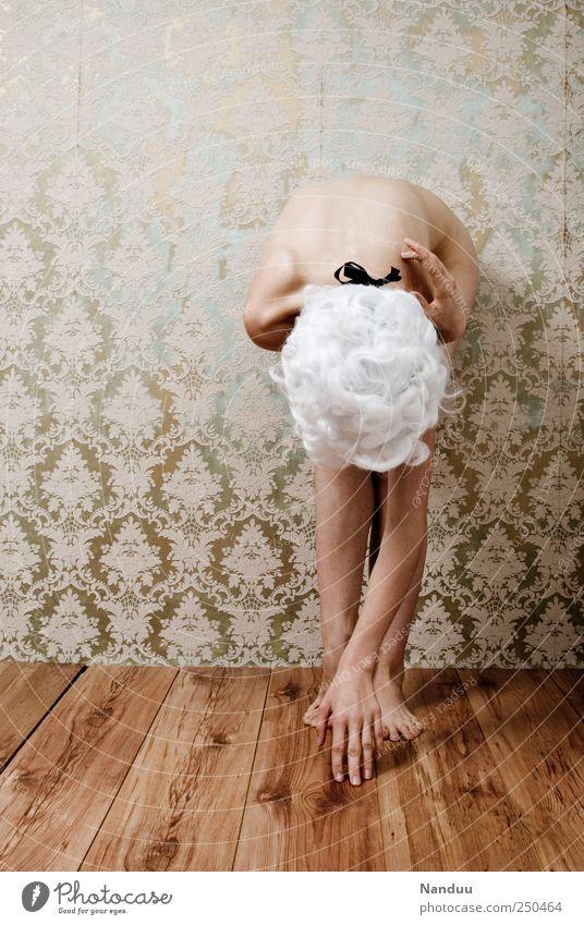 Raumzeit ertasten Mensch feminin 18-30 Jahre Jugendliche Erwachsene schön dünn Perücke retro Barock Holzfußboden seltsam Tapete Tapetenmuster außergewöhnlich