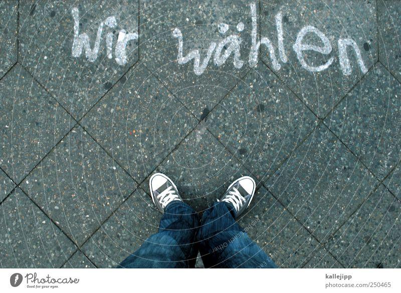 die partei Mensch Freiheit Graffiti Beine Fuß Schriftzeichen stehen Zeichen Bürgersteig Meinung trendy Turnschuh Chucks wählen Politik & Staat Völker