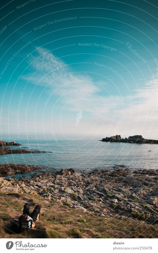 besser chillen Mensch Himmel Natur Ferien & Urlaub & Reisen Sommer Meer Einsamkeit Wolken ruhig Erwachsene Ferne Gras Freiheit Küste Glück Felsen
