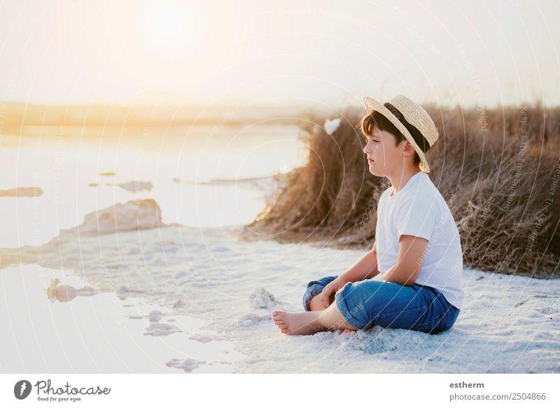 trauriger und nachdenklicher Junge Lifestyle Meditation Ferien & Urlaub & Reisen Freiheit Sommer Sonne Strand Meer Mensch maskulin Kind Kleinkind Kindheit 1