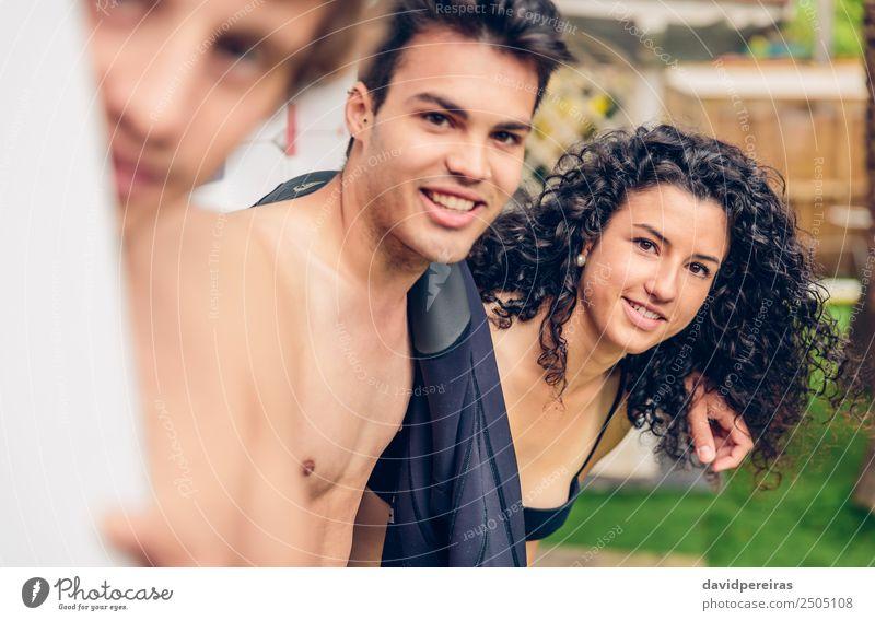 Gruppe von Menschen im Badeanzug mit Spaß im Freien Lifestyle Freude Glück schön Erholung Freizeit & Hobby Ferien & Urlaub & Reisen Camping Sommer Meer Garten