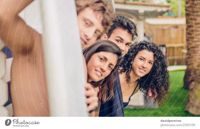 Gruppe von Menschen im Badeanzug mit Spaß im Freien Lifestyle Freude Glück schön Erholung Freizeit & Hobby Ferien & Urlaub & Reisen Sommer Strand Meer Garten