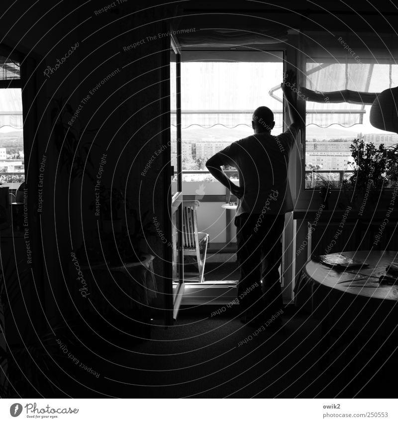Tristeza Mensch Mann Haus dunkel Erwachsene Fenster Lampe maskulin Raum trist warten stehen Aussicht Tisch Pause Neugier