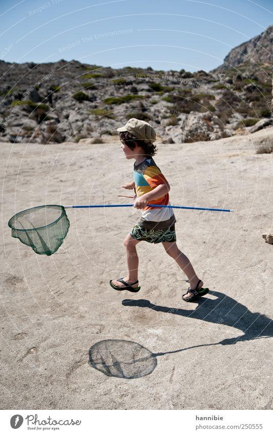 fangen spielen Mensch Kind blau Ferien & Urlaub & Reisen Sommer Freude Spielen Junge Bewegung grau lustig Kindheit Freizeit & Hobby laufen Fröhlichkeit T-Shirt