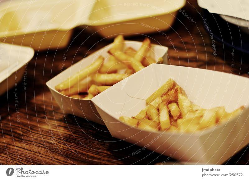 Nachts in der Frittenbude Ernährung Abendessen Fastfood Fingerfood Pommes frites Schalen & Schüsseln Übergewicht ungesund Fritiertes Appetit & Hunger