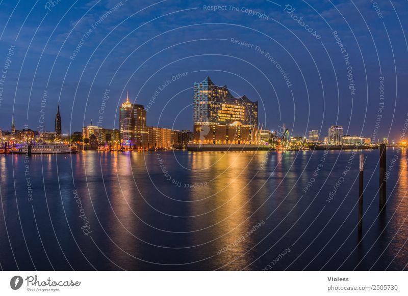 Hamburg meine Perle II Hafen Elbphilharmonie Licht Kehrwiederspitze Hafenstadt Brücke Gebäude Sehenswürdigkeit Wahrzeichen Denkmal glänzend Beleuchtung