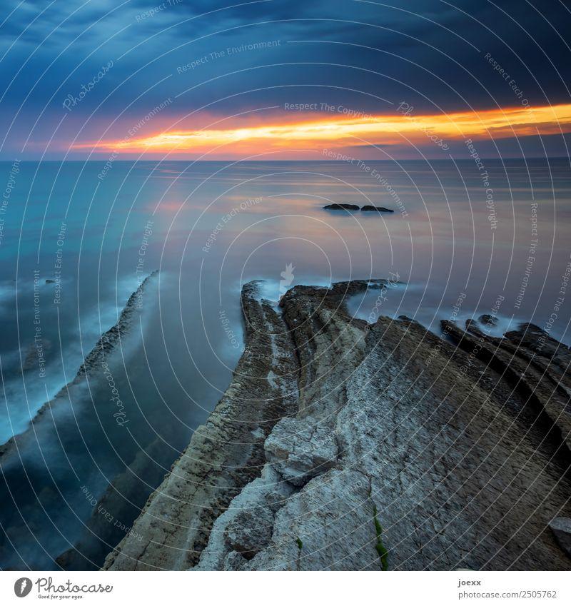 Gedanken stumm Landschaft Urelemente Himmel Sonnenaufgang Sonnenuntergang Felsen Wellen Küste Meer groß blau braun orange ruhig Horizont Natur Farbfoto