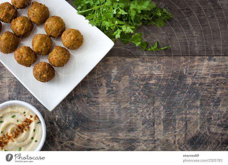 Falafel und Gemüse auf weißem Holzgrund Lebensmittel Gesunde Ernährung Foodfotografie Korn Asiatische Küche Schalen & Schüsseln frisch Gesundheit braun