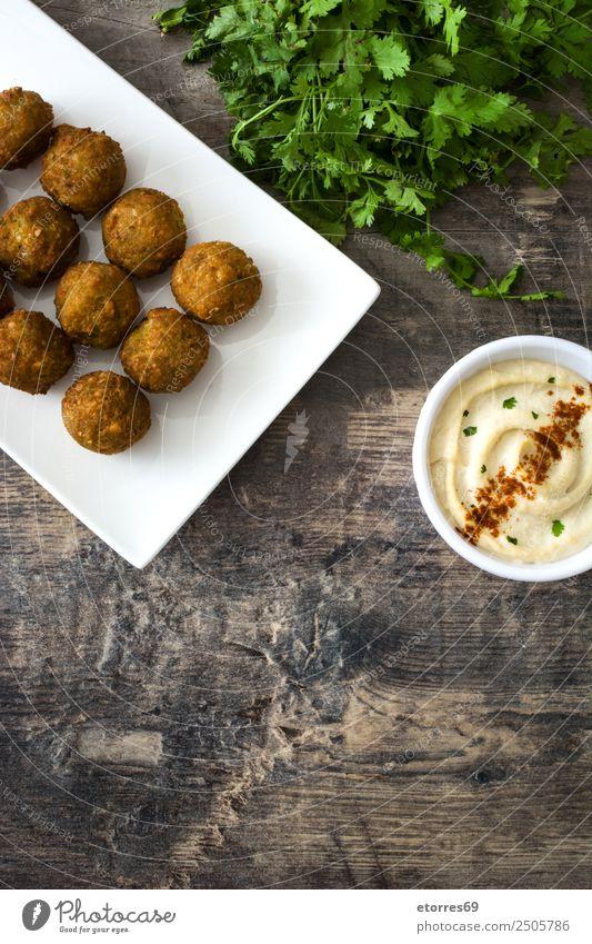 Falafel und Gemüse auf weißem Holzgrund Lebensmittel Gesunde Ernährung Foodfotografie Getreide Asiatische Küche Schalen & Schüsseln frisch Gesundheit braun