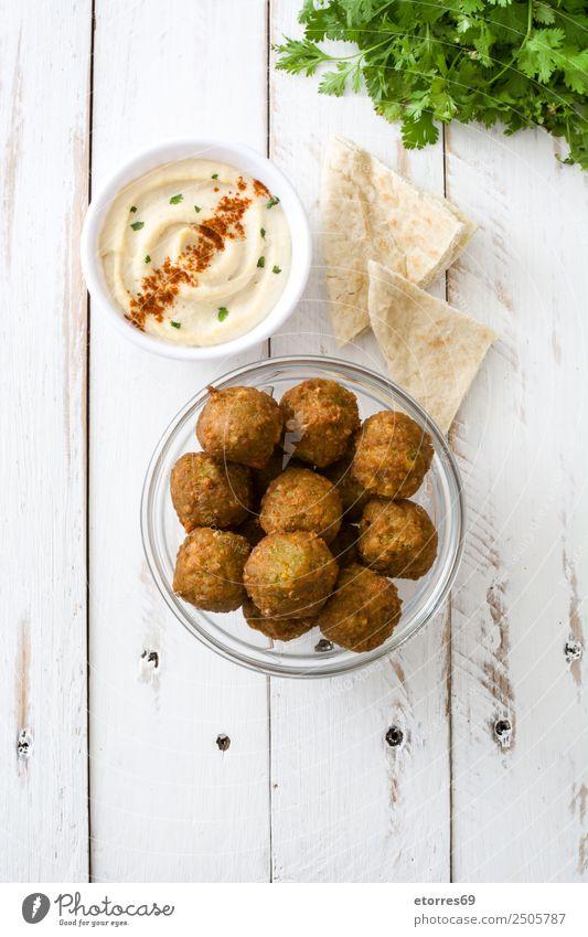 Falafel und Gemüse auf weißem Holzgrund Lebensmittel Gesunde Ernährung Foodfotografie Korn Asiatische Küche Schalen & Schüsseln frisch braun Kichererbsen Tomate