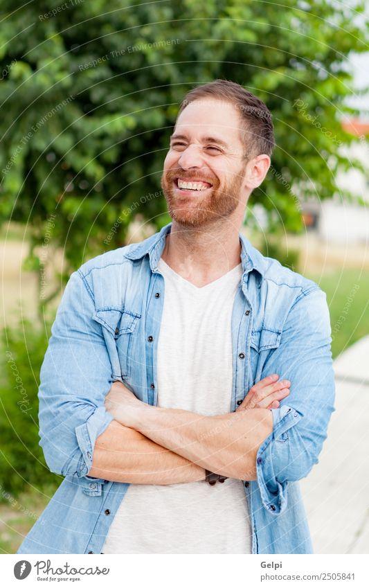 Lässiger Typ Lifestyle Stil Glück Haare & Frisuren Gesicht Erholung Sommer Mensch maskulin Junge Mann Erwachsene Natur Park Mode Hemd Vollbart genießen Coolness