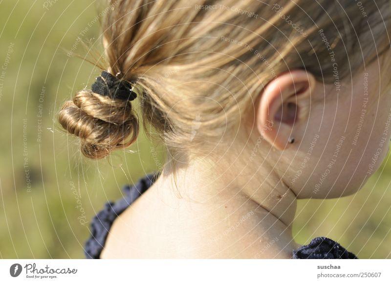 den schalk im nacken .. Kind Mädchen Kindheit Haut Kopf Haare & Frisuren Gesicht Ohr 1 Mensch 3-8 Jahre Umwelt Natur Sommer Schönes Wetter weich schön Wange
