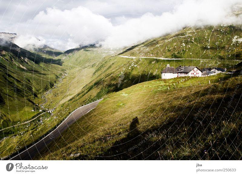 Furkapass Sommer Ferien & Urlaub & Reisen Wolken ruhig Einsamkeit Ferne Straße Wand Berge u. Gebirge Landschaft Gras Mauer Ausflug hoch Tourismus Eisenbahn
