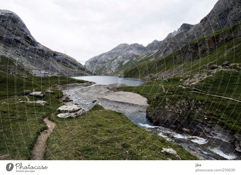 Sanetschsee Natur Wasser grün Sommer Strand Wolken ruhig Freiheit Berge u. Gebirge Landschaft Gras Sand Stein Ausflug Felsen wandern