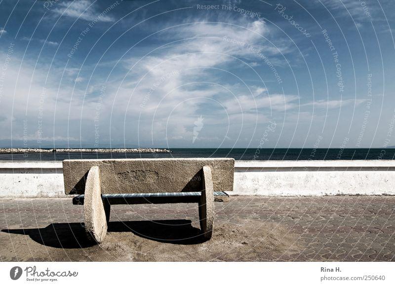 Warten Himmel blau weiß Meer Wolken Erholung Wand Mauer Küste warten Bank Bürgersteig Aussicht Schönes Wetter Promenade Begrenzung