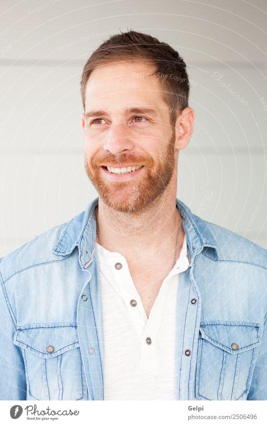 Porträt eines Gelegenheitstyps Lifestyle Stil Glück Haare & Frisuren Gesicht Mensch maskulin Junge Mann Erwachsene Straße Mode Hemd Jeanshose Vollbart Metall