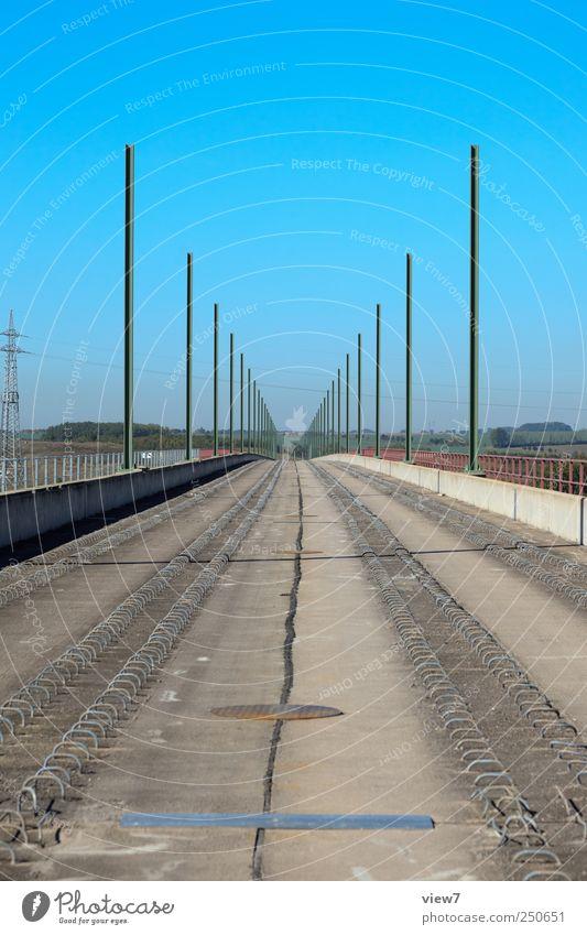 Eisenbahnbrücke Natur Metall Beton Ordnung modern Verkehr Brücke Perspektive neu Baustelle authentisch Güterverkehr & Logistik einfach Gleise Verkehrswege
