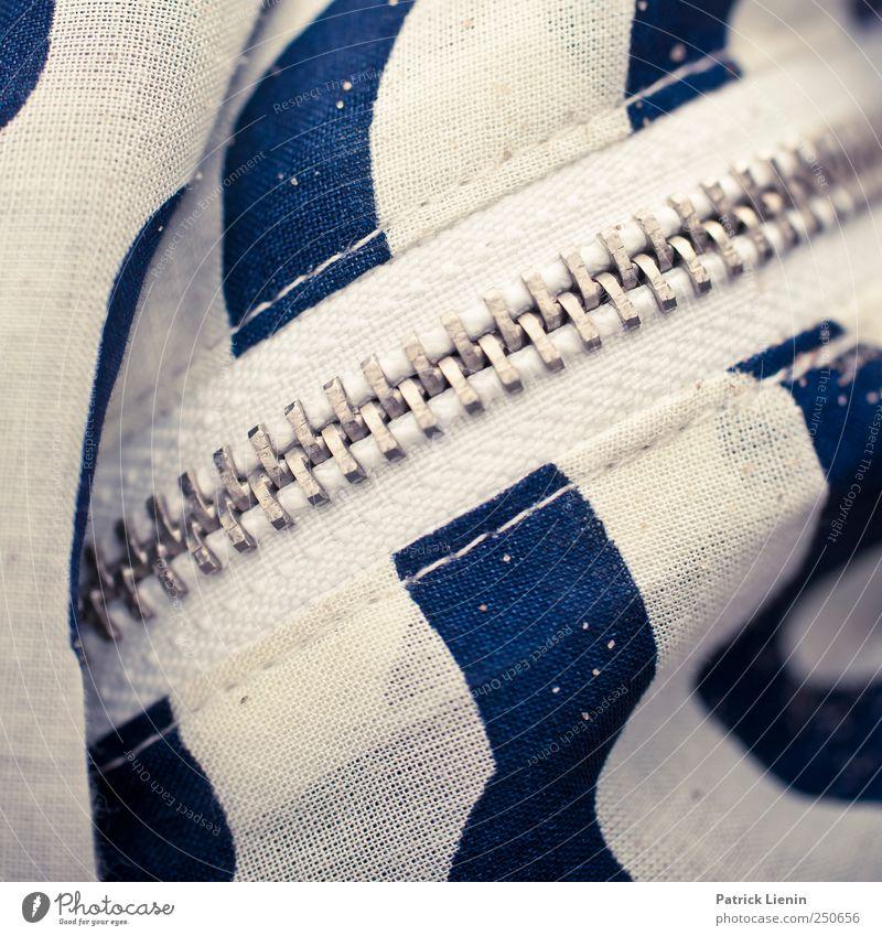 verschlossen blau weiß schön Farbe hell geschlossen ästhetisch Lifestyle Bekleidung außergewöhnlich Reißverschluss Verschluss