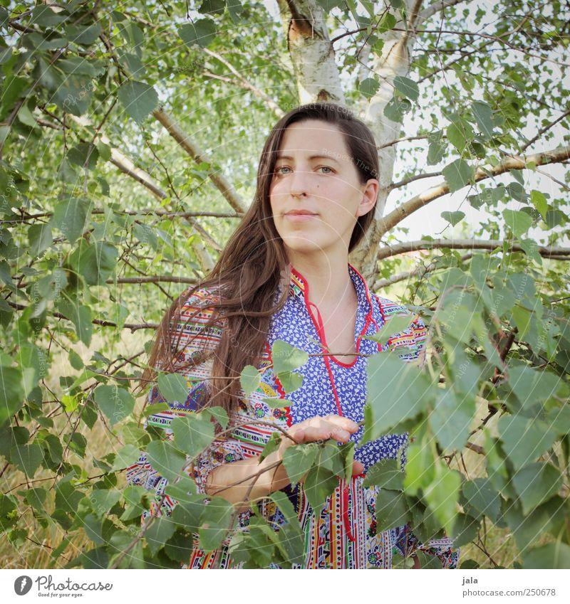 . Frau Mensch Himmel Natur Baum Pflanze Gesicht feminin Umwelt Erwachsene natürlich stehen Birke 30-45 Jahre