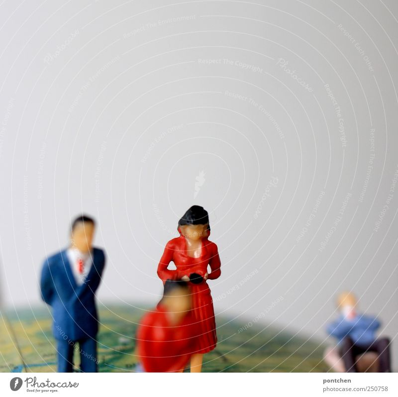 Erdenbürger Mensch Frau Mann Ferien & Urlaub & Reisen Erwachsene Leben sitzen maskulin stehen Bekleidung Kleid Symbole & Metaphern Anzug Globus Figur