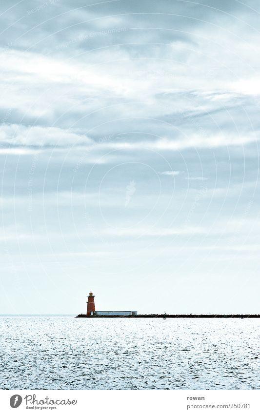 leuchtturm Wasser Küste Meer Bauwerk kalt blau rot Anlegestelle Leuchtturm Ferien & Urlaub & Reisen Orientierung Signal Wegweiser Außenaufnahme Menschenleer