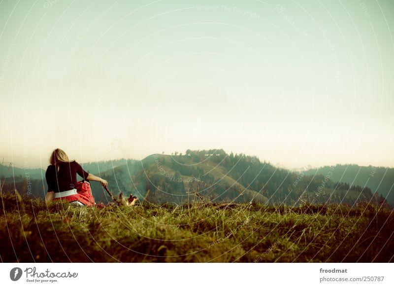bergfeuer Mensch Frau Natur Jugendliche Ferien & Urlaub & Reisen Sommer ruhig Erwachsene Wald Erholung Umwelt Landschaft Berge u. Gebirge Freiheit träumen